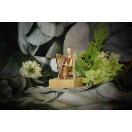 Sternkopf-Engel Mini aus Akazienholz oder Amaranth mit Harfe, sitzend