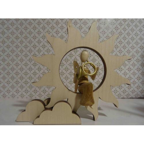 Sternkopf-Engel Mini aus Akazienholz mit Horn sitzend auf Sonne